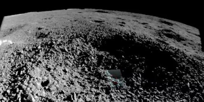 Çin, Ay'daki ilginç cisimlerin fotoğrafını paylaştı
