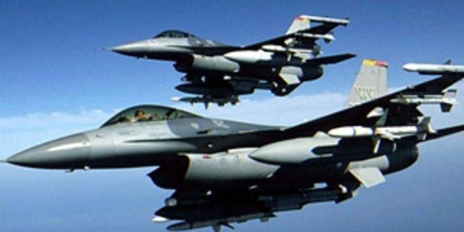 Almanya'da F-16 savaş uçağı düştü