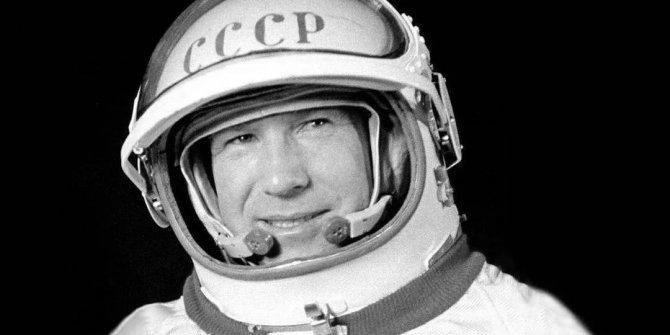 Uzayda yürüyen ilk insan yaşamını yitirdi