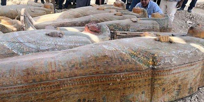Mısırlı arkeologlar, 20'den fazla antik tabut buldu
