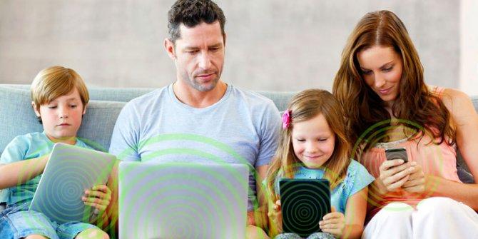 """""""Türkiye'de ebeveynlerin yarısı çocuklarının internet kullanımını kısıtlıyor"""""""