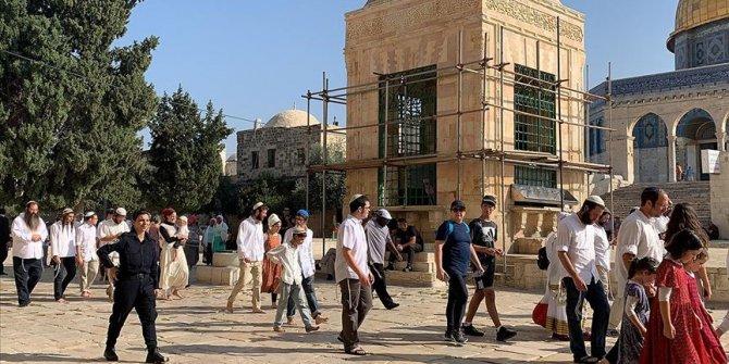 Binlerce Yahudi Mescid-i Aksa'ya baskın düzenledi