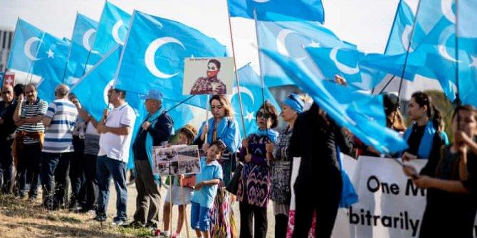 Çin, Uygur Türkleri'ni aileleri ile tehdit ediyor!