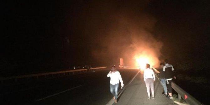 Futbolcuları taşıyan otobüs yandı!