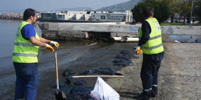 İzmir'de petrol sızıntısı denizi kirletti