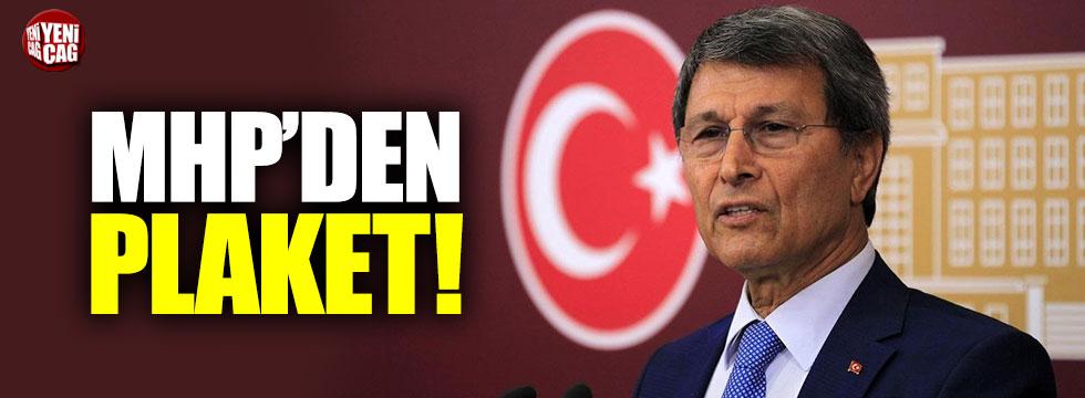 MHP'den Yusuf Halaçoğlu'na plaket!