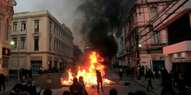 Şili'deki gösterilerde şiddet tırmanıyor!