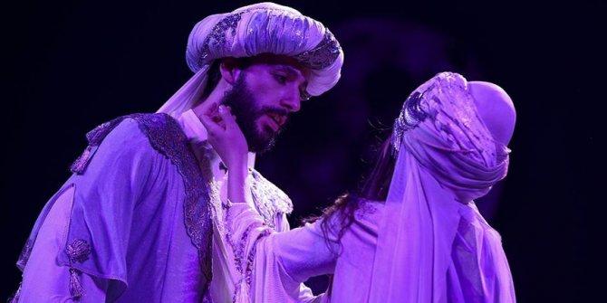 Mecnun'un Leyla'ya aşkı bir kez daha tiyatroda!