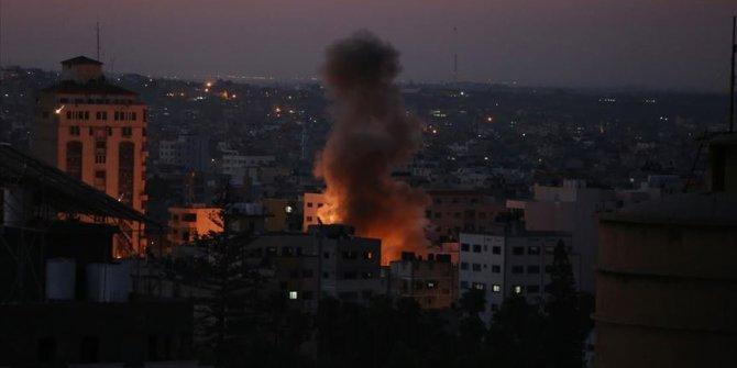 Gazze'ye hava saldırısı devam ediyor