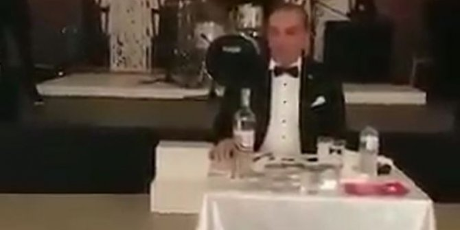 Atatürk'e benzerliği ile tanınan isimden skandal
