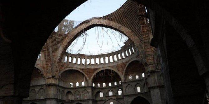 Türkiye'nin en büyük 2. camisinde çökme