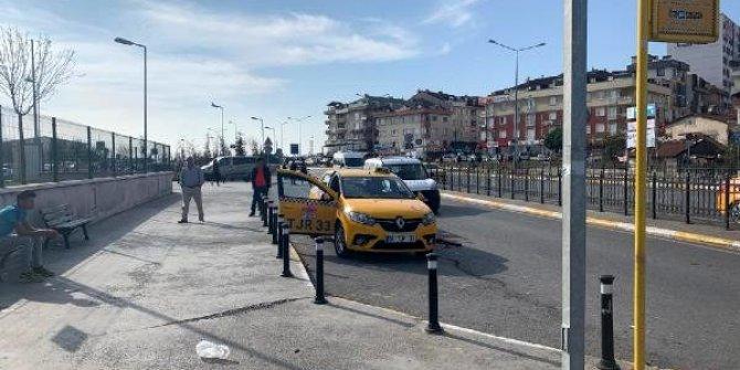 Tartıştığı yolcu taksiciyi bacağından vurdu!