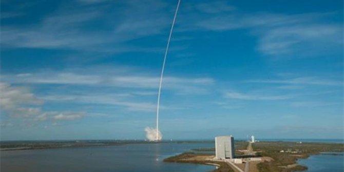SpaceX, Crew Dragon kapsülünün kaçış motorlarını test etti