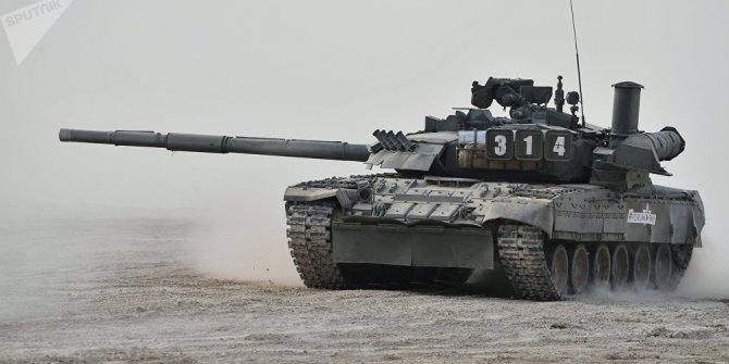 ABD askerleri, Rus T-80U tankında