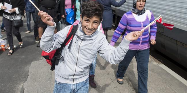 Suriyeliler 21 bin dolar verilip ülkelerine gönderiliyor