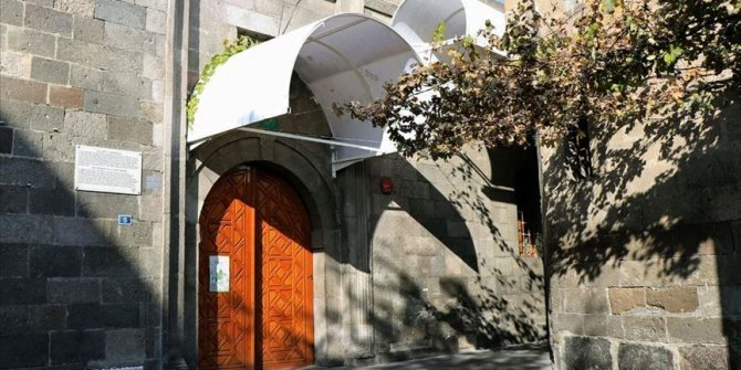 Tarihi camiye yapılan tenteyle ilgili açıklama!