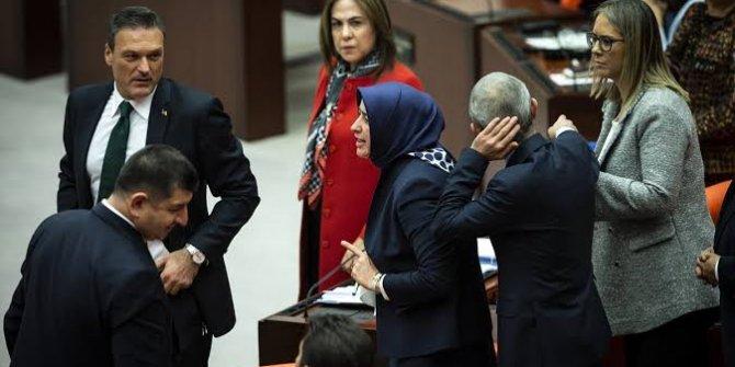 Trump'a sessiz kalıp Ecevit'le dalga geçmek!