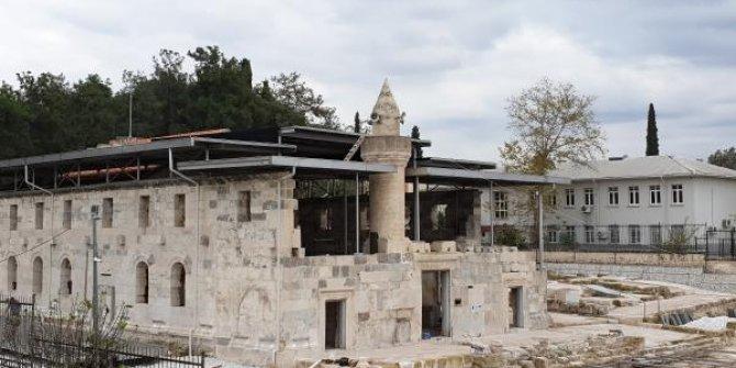 Tarihi camiye metal çatı