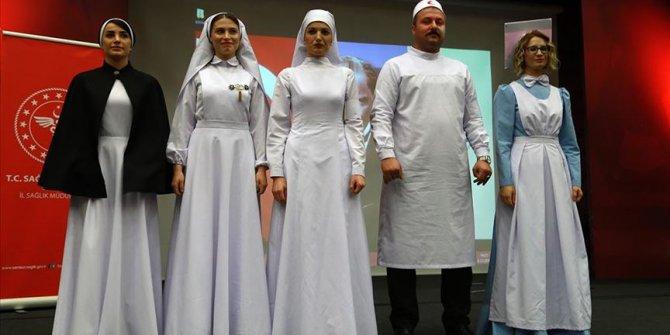 Hemşirelerden hemşire kıyafetleri sergisi!
