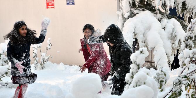İki ilçede eğitime kar engeli