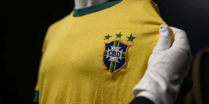 Pele'nin Brezilya için giydiği son forma satıldı