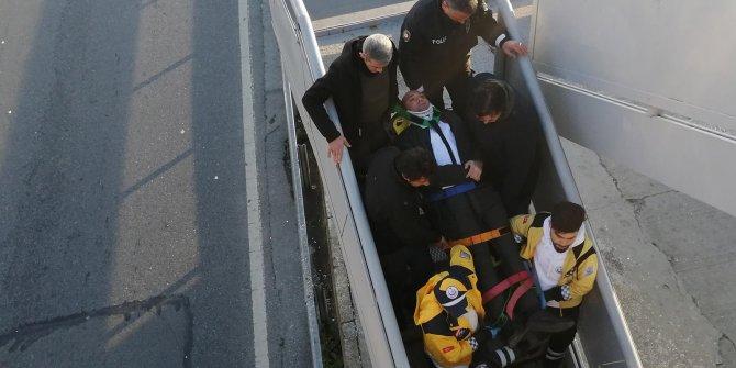 Duraktan düştü, metrobüs çarptı