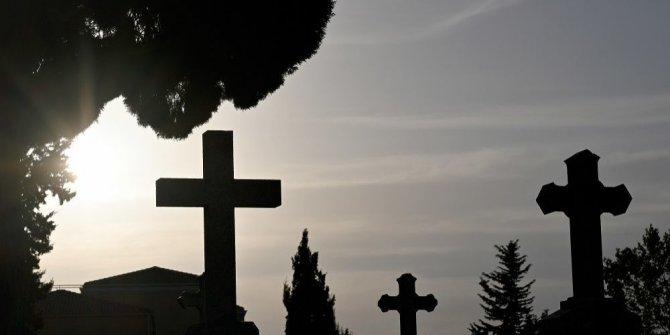 Belediye başkanı tatillerde ölmeyi yasakladı