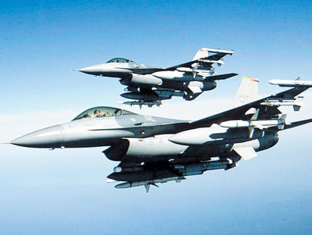Türk uçaklarına Suriye sınırı ve Ege'de taciz