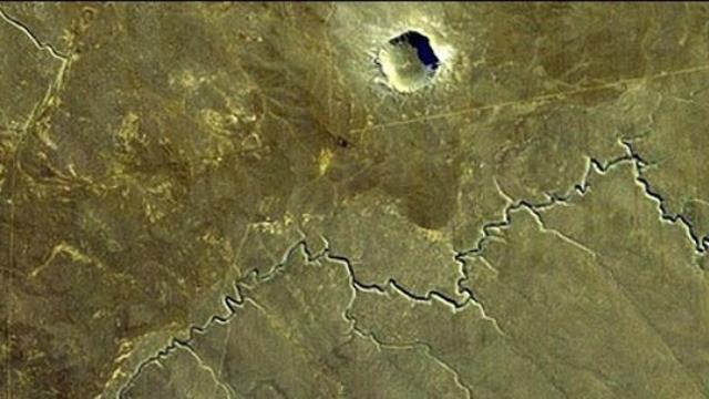 Kanada'da antik meteor krateri bulundu