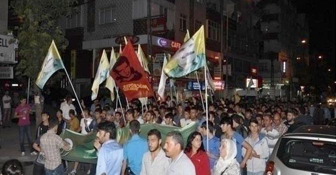 """Pkk yandaşları """"öcalan'a özgürlük"""" sloganları ile gazi"""