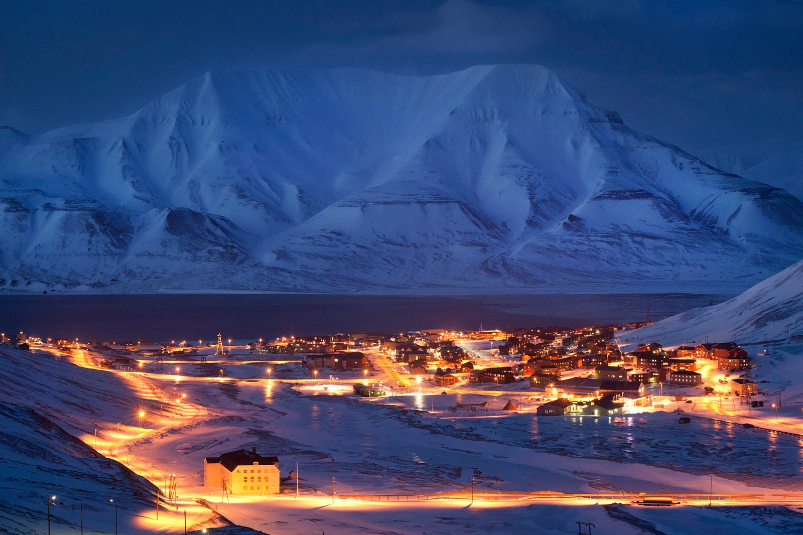 02-travel-guide-to-svalbard-islands-norway-north-pole.jpg