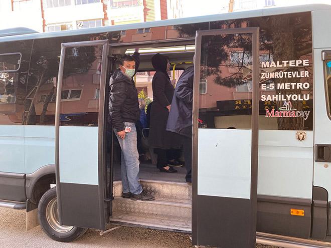 19-yolcu-cikan-minibusun-surucusu-binmek-icin-onume-atliyorlar-4815-dhaphoto6.jpg