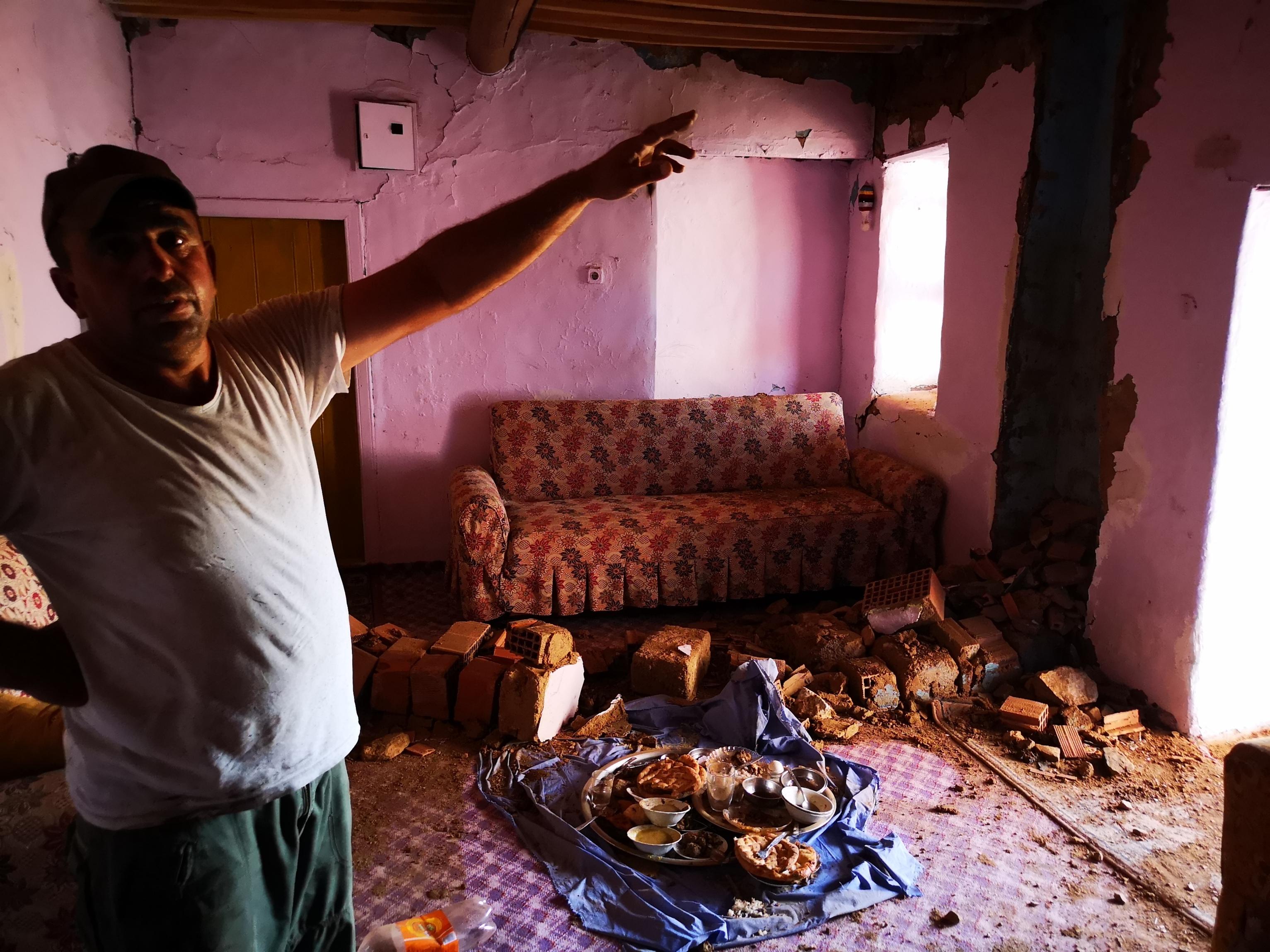 5-2lik-depremden-sonra-malatyada-derin-yariklar-olustu-6885-dhaphoto13.jpg