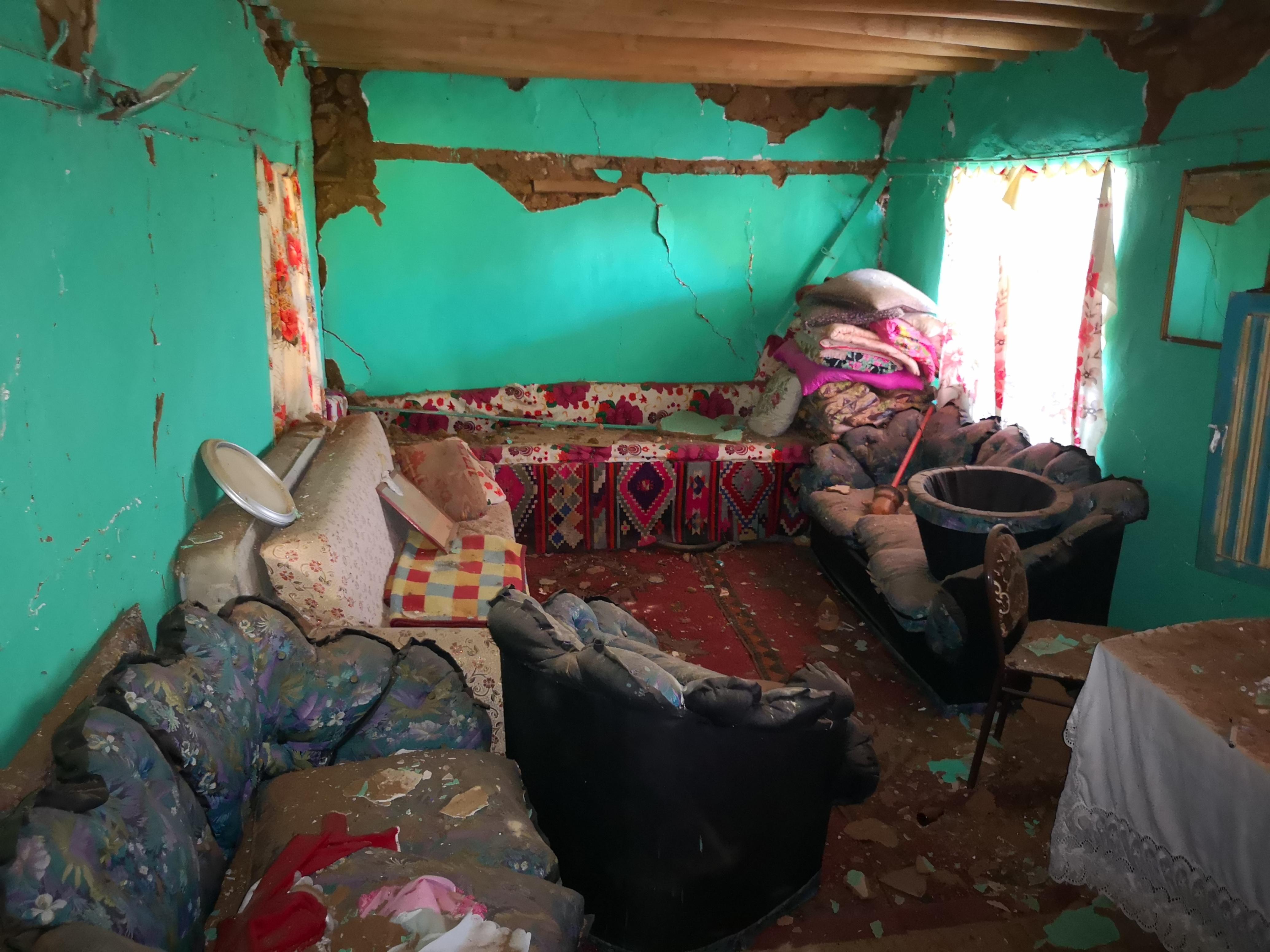5-2lik-depremden-sonra-malatyada-derin-yariklar-olustu-6885-dhaphoto14.jpg