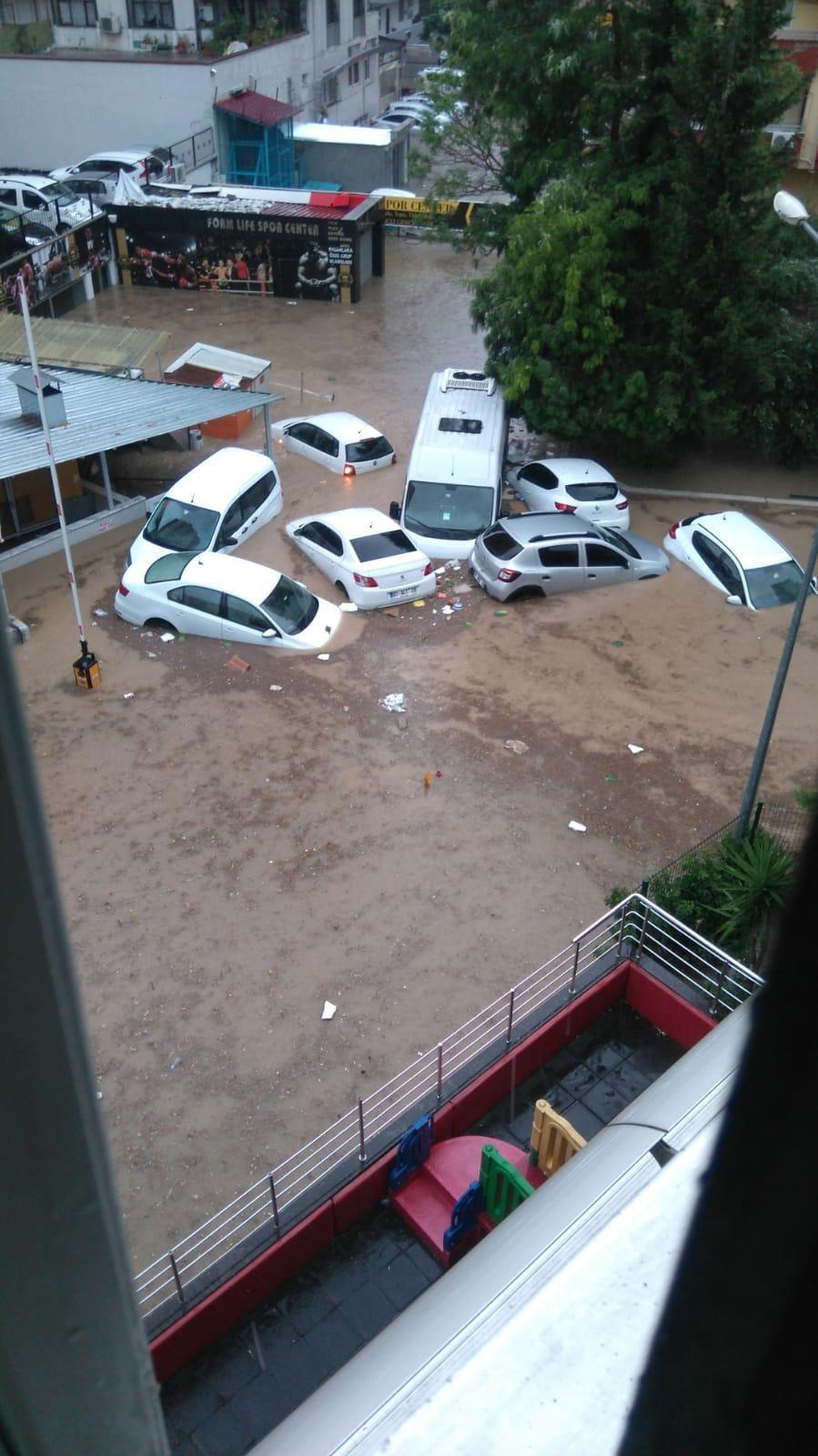 Adana'da sel ve hortum kabus yaşattı