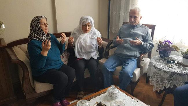 aksener-sehit-binbasinin-ailesini-ziyaret-etti_2901_dhaphoto1.jpg