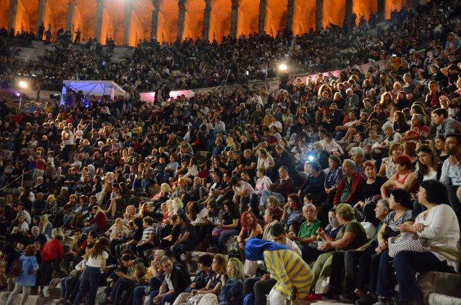 antalya-uluslararasi-tiyatro-festivali-basladi_8310_dhaphoto5.jpg