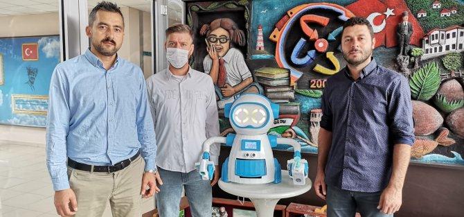 ates-olcup-dezenfektan-sikarak-maske-veren-robot-tasarladilar-6386-dhaphoto10.jpg