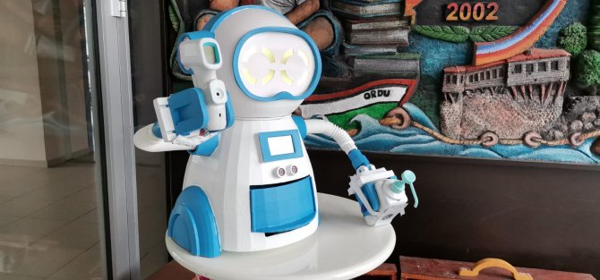 ates-olcup-dezenfektan-sikarak-maske-veren-robot-tasarladilar-6386-dhaphoto3.jpg