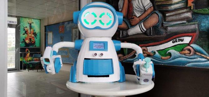 ates-olcup-dezenfektan-sikarak-maske-veren-robot-tasarladilar-6386-dhaphoto4-1.jpg