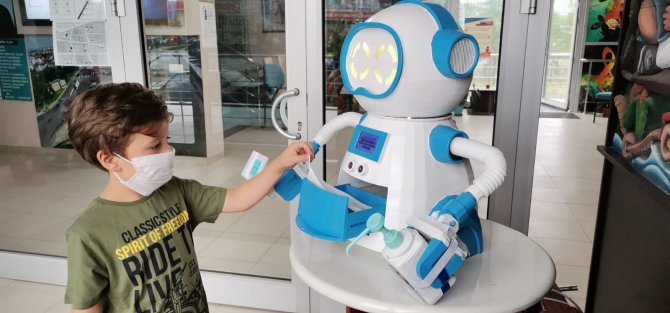 ates-olcup-dezenfektan-sikarak-maske-veren-robot-tasarladilar-6386-dhaphoto8-001.jpg
