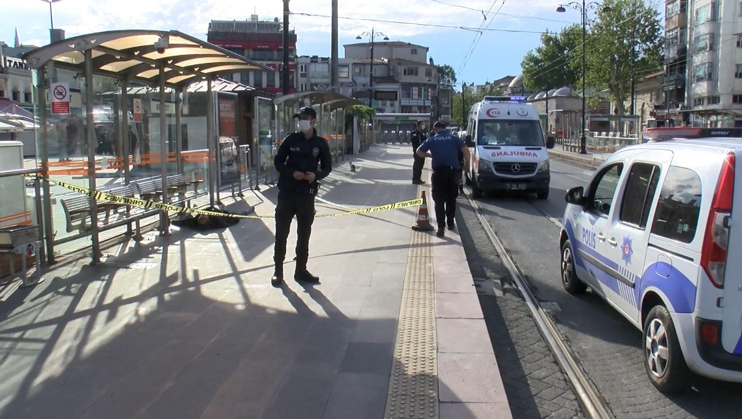beyazit-tramvay-duraginda-ceset-bulundu-2967-dhaphoto1.jpg