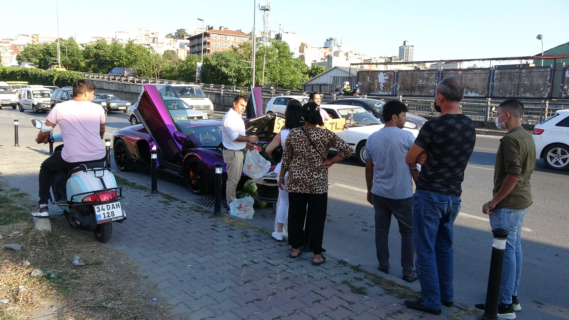 beyoglunda-luks-otomobilde-5-liraya-karpuz-satti-7151-dhaphoto4.jpg