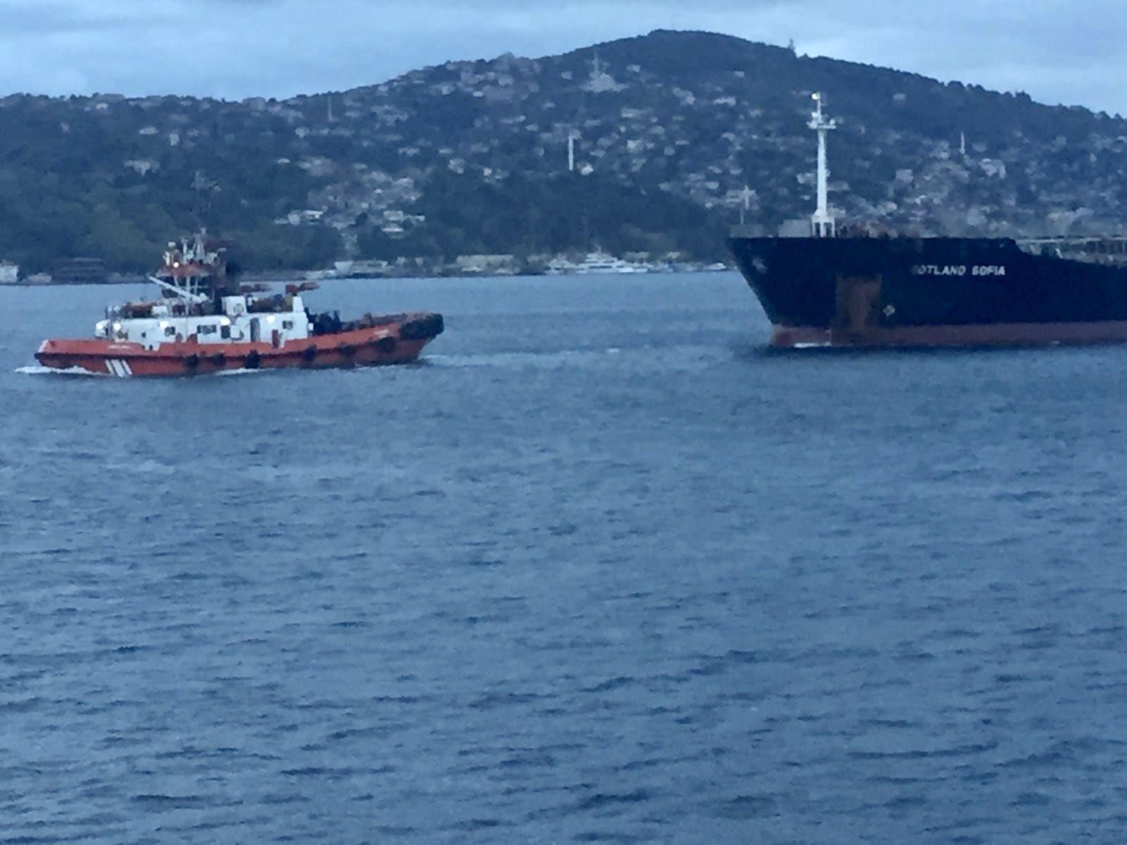 bogaz-yine-tehlike-atlatti-arizalanan-tanker-suruklendi-1327-dhaphoto1.jpg
