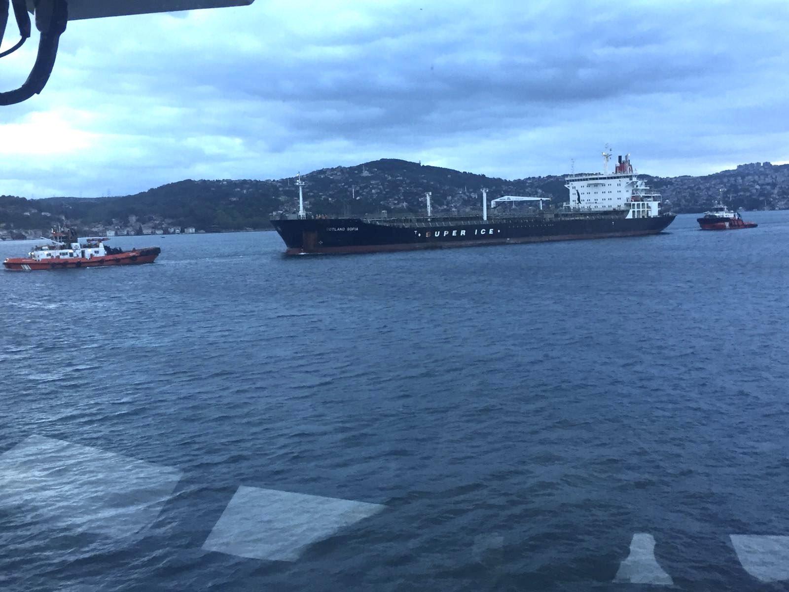 bogaz-yine-tehlike-atlatti-arizalanan-tanker-suruklendi-1327-dhaphoto2.jpg