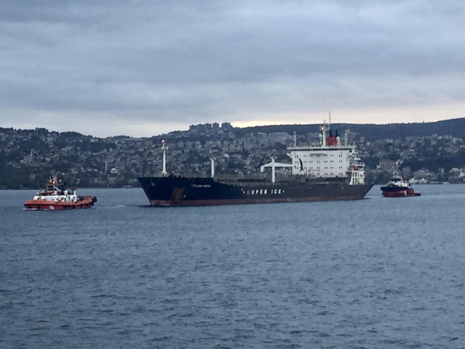 bogaz-yine-tehlike-atlatti-arizalanan-tanker-suruklendi-1327-dhaphoto3.jpg