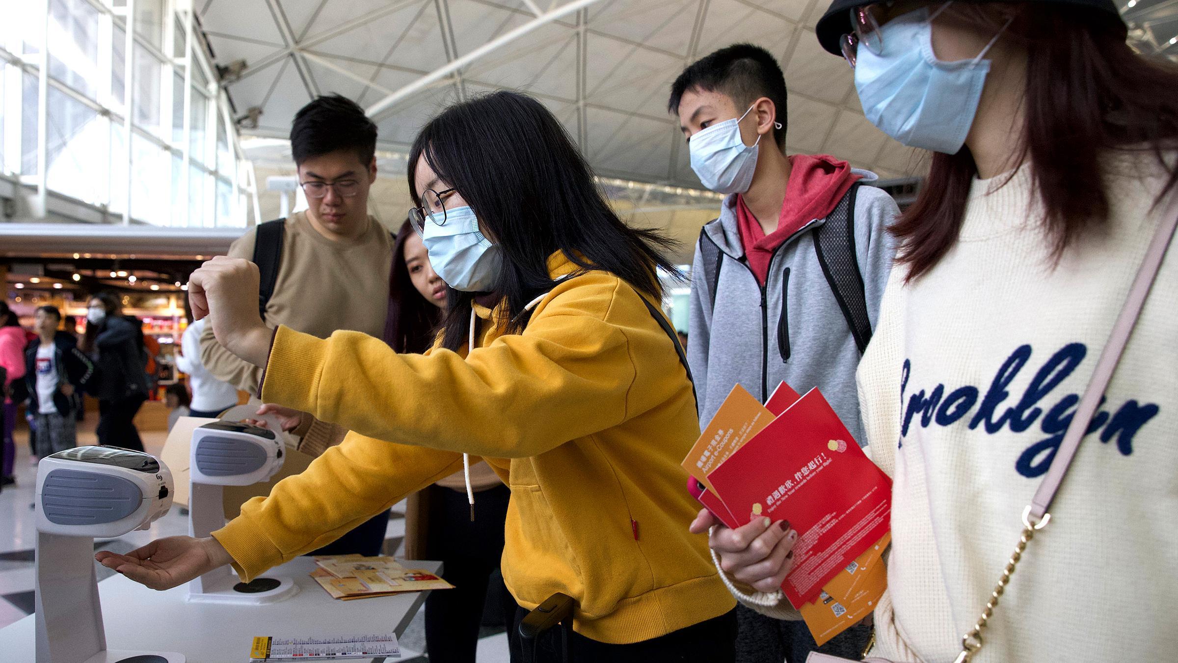 desinfektionsstation-flughafen-hong-kong-100-2400x1350.jpg