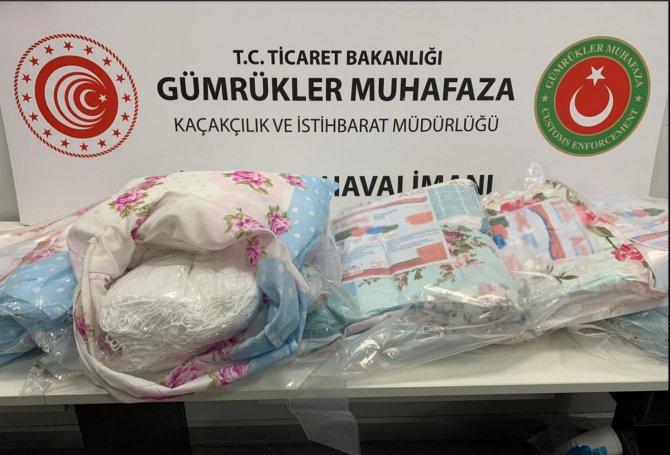 ek-fotograf-istanbul-havalimaninda-yastiklarin-icine-saklanan-87-bin-500-maske-ele-gecirildi-8374-dhaphoto1.jpg