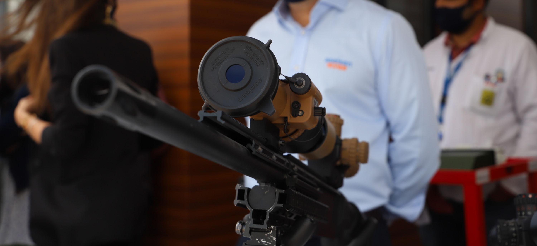 ilk-milli-periskop-ve-tabanca-refleks-nisangahi-yerli-firmalara-teslim-edildi-9201-dhaphoto2.jpg