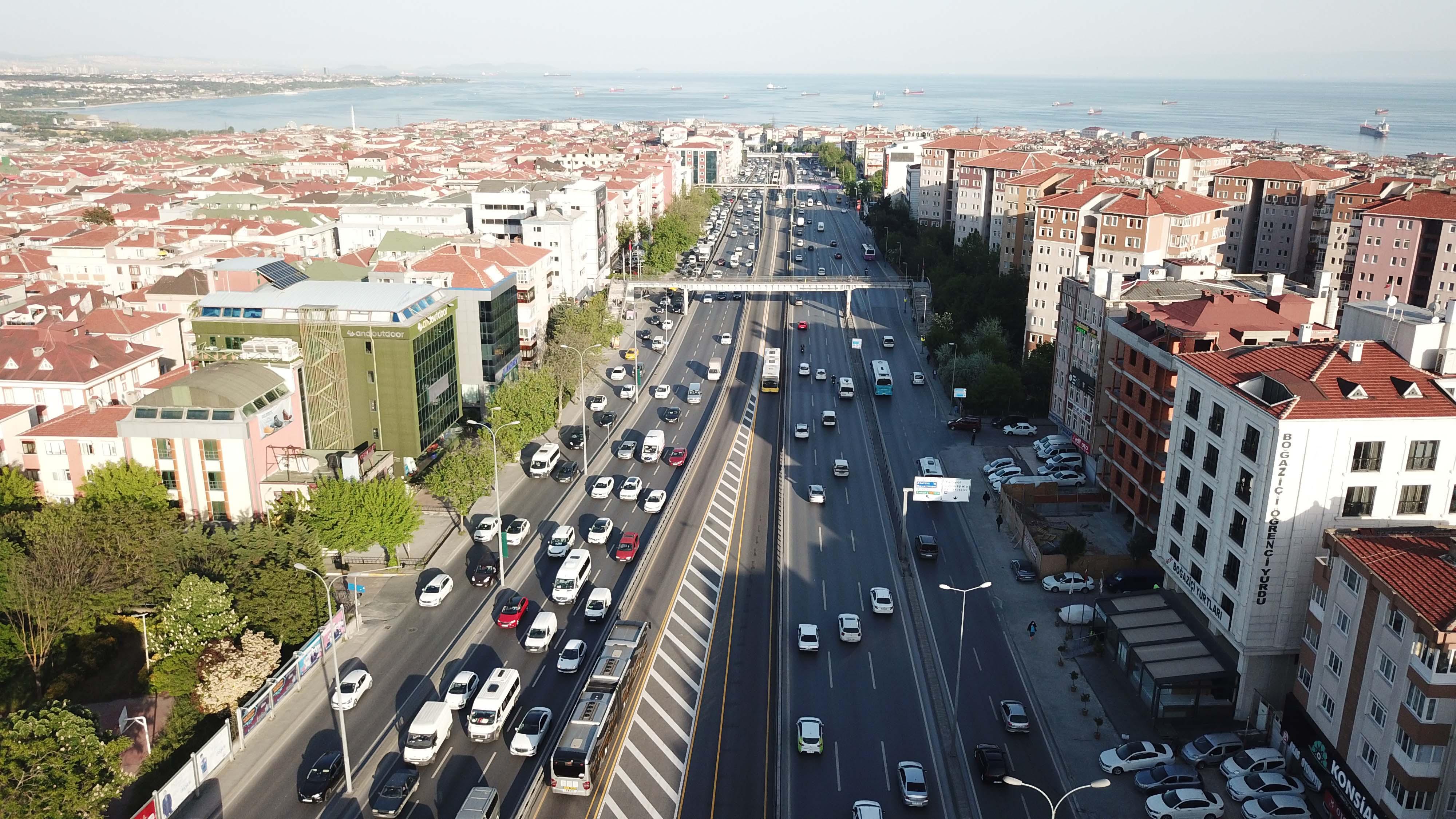 istanbulda-bazi-noktalarda-trafik-yogunluguhavadan-fotograflarla-2133-dhaphoto3.jpg